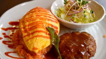 やさしい味わいにほっこりなごむ、王道の洋食「こだわりのハンバーグ」を満喫
